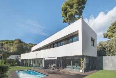 Дизайнерский новый дом в Premia de Dalt